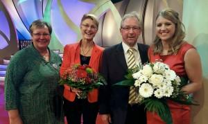 Vom WBV Hess. Bergstraße Christa Guth (2. Vorsitzende), Stefanie Oberhauser (Geschäftsführerin), Otto Guthier (Vorsitzender) mit Caroline Guthier