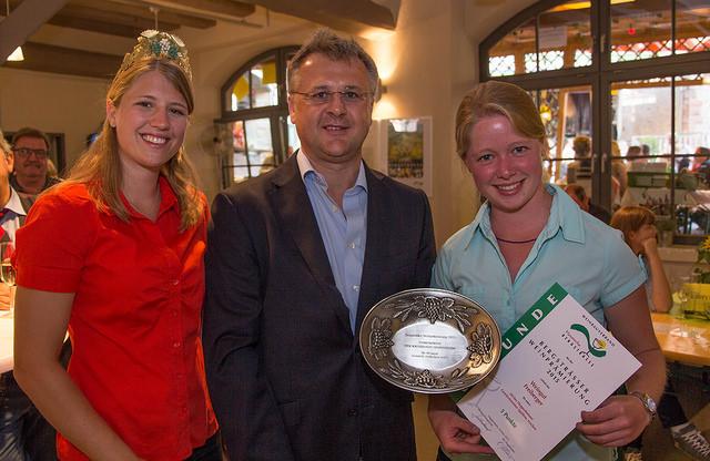 Gebietsweinkönigin Caroline I., Bürgermeister Rainer Burelbach (HP), Charlotte Freiberger