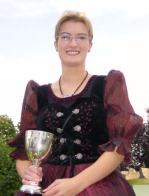 Kerstin Götzinger, Gebietsweinkönigin Hessische Bergstraße 2001-02